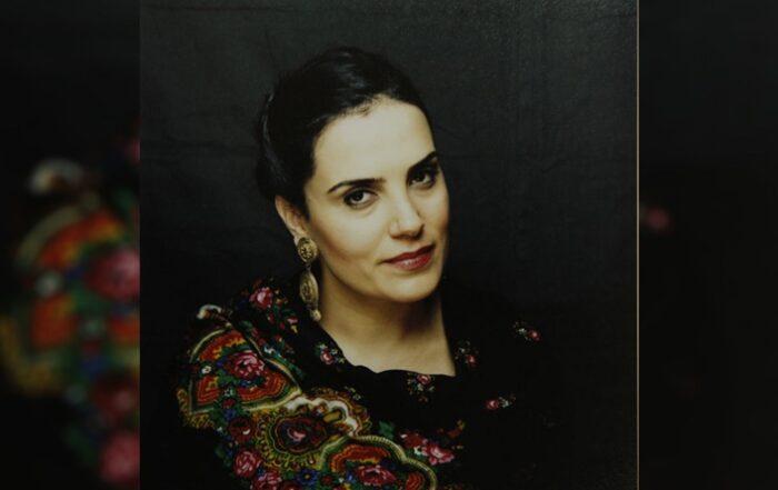 Κούρδισα καλλιτέχνης Gülbahar Kavcu για το νέο της άλμπουμ: Μοιράστηκα την ψυχή μου
