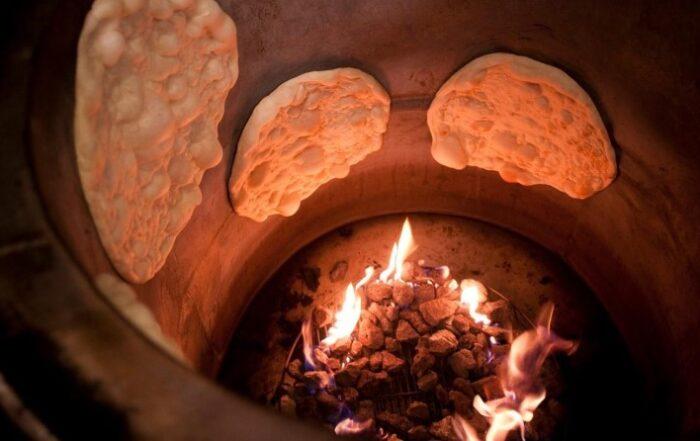 Tandoor: Μια παράδοση ψησίματος ψωμιού εδώ και έναν αιώνα