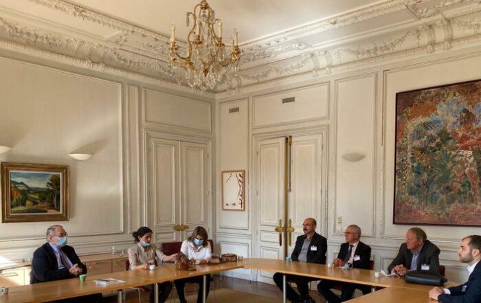 Αντιπροσωπεία της αυτόνομης διοίκησης της ΒΑ Συρίας επισκέπτεται τη Γαλλία