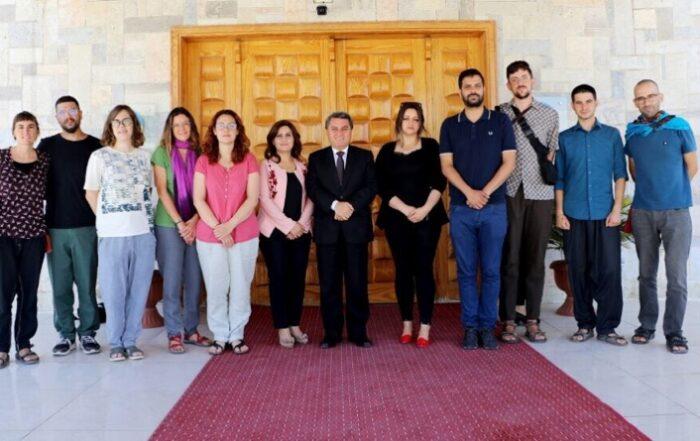 Αντιπροσωπεία από την Καταλονία επισκέπτεται τη Βορειοανατολική Συρία