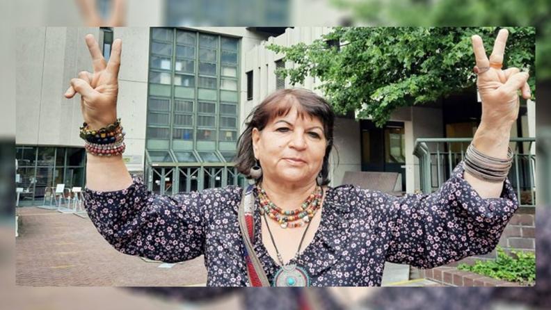Επεβλήθη ποινή 2700 ευρώ σε Κούρδισα ακτιβίστρια επειδή κουβαλούσε μαζί της φωτογραφία του Οτσαλάν