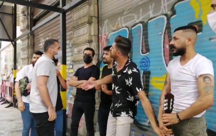 Η τουρκική αστυνομία επιτίθεται σε Κούρδους πλανόδιους μουσικούς σε τουριστική περιοχή της Κωνσταντινούπολης