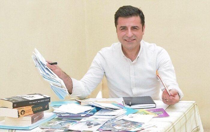 Ο Ντεμιρτάς είναι έτοιμος να θέσει υποψηφιότητα για πρόεδρος εάν προταθεί από το HDP