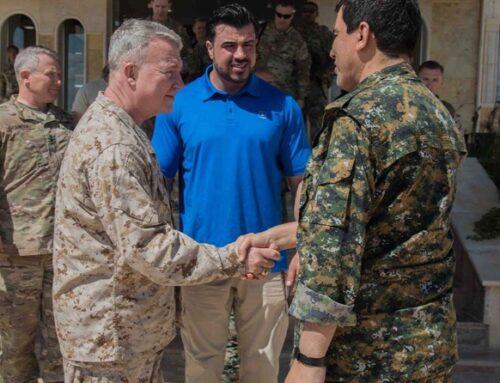 Ο Αμερικανός στρατηγός ΜακΚένζι συναντήθηκε με τον Μαζλούμ Αμπντί: Η υποστήριξη των ΗΠΑ στις SDF θα συνεχιστεί
