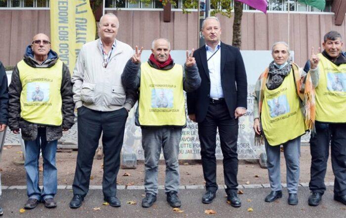 Ευρωβουλευτές που επισκέφθηκαν την «αγρυπνία ελευθερίας» στο Στρασβούργο ζητούν την απελευθέρωση του Οτσαλάν