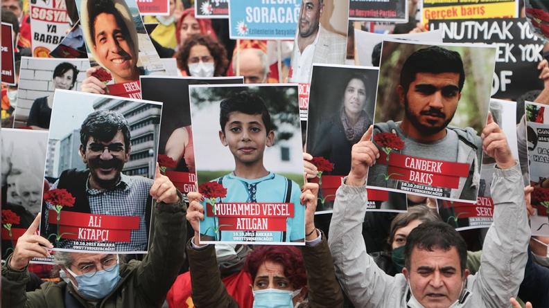 Χιλιάδες ζητούν δικαιοσύνη έξι χρόνια μετά τη μαζική δολοφονία 104 ανθρώπων στην Άγκυρα